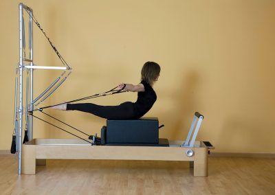 04 Escuela de Pilates Reformer con Torre C.A. Montemar